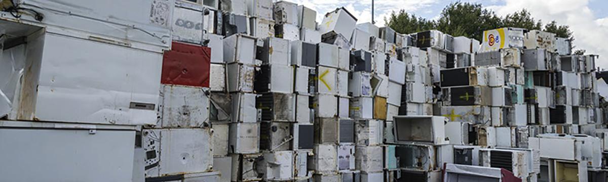 Müllberg aus Kühlgeräten